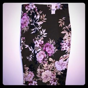 NWT Pencil Skirt Olive floral Small NY and Co